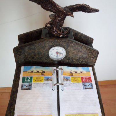 Stand under the flip calendar with eagle.